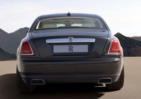 Rolls-Royce-Phantom-2015-Rear-View