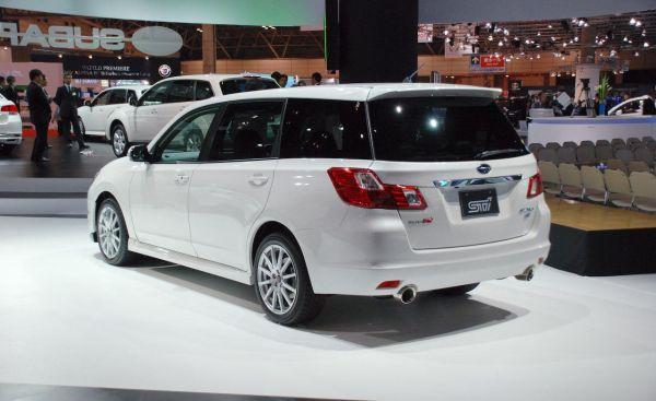 Subaru Exiga 2015  Side and Rear