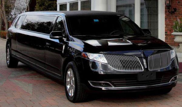2015 Lincoln MKT Limousine, Price