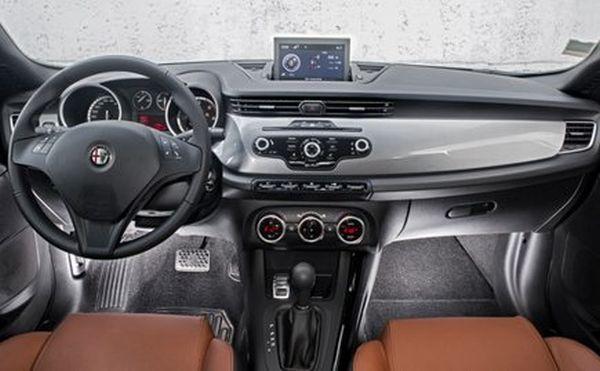 Alfa Romeo Giulia 2016 - Interior