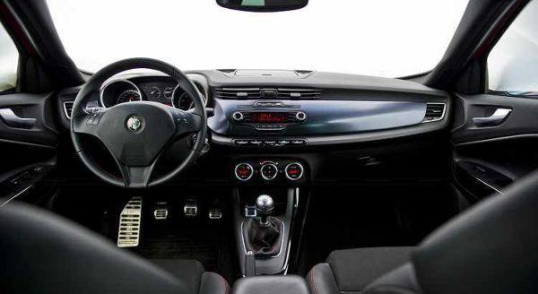 Alfa Romeo Giulia 2017 - Interior
