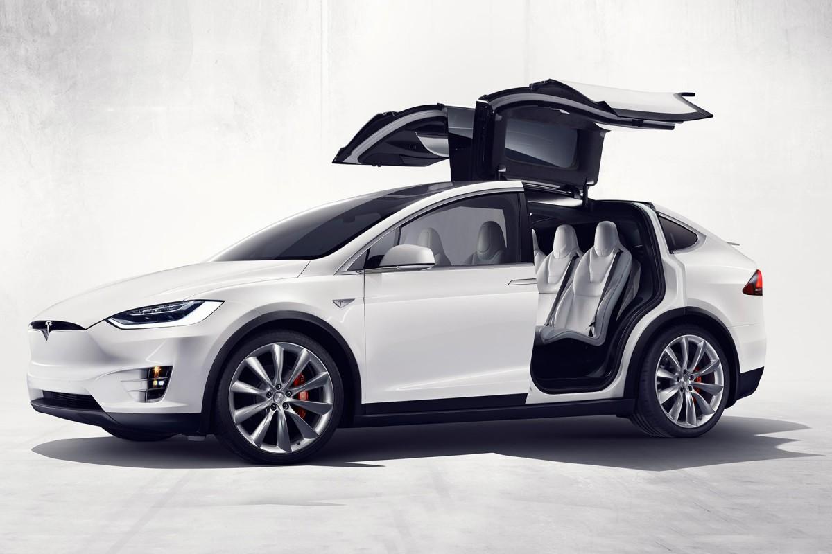 2017 Tesla Model X SUV-White-side-view