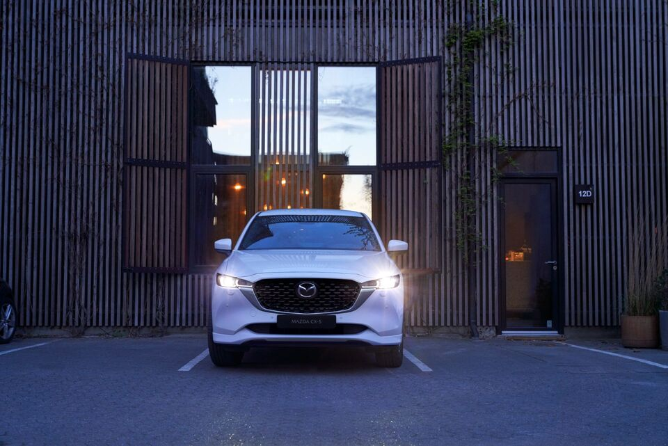 2022-Mazda-CX-5-front view suv white car