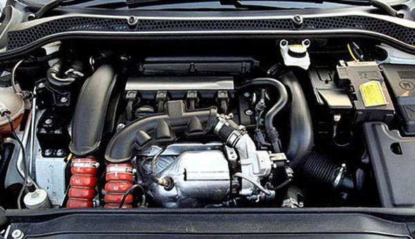 Peugeot 208 2016 - Engine
