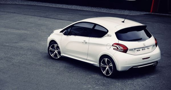 Peugeot 208 2016 - Side and Rear View