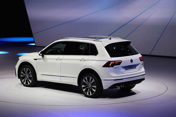 2017 Volkswagen Tiguan - Side and Rear View